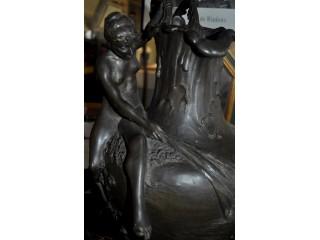 """Grand vase """"Aiguière à la nymphe"""" signé VIBERT en bronze époque Art nouveau"""