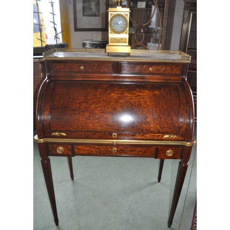 Bureau à cylindre en acajou époque 1900 de style Louis XVI